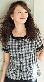 en joie(アンジョア) 26140 ネックラインを美しく見せる広め襟のチェック柄オーバーブラウス 93-26140