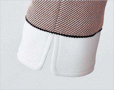 スリット入りの袖。白配色が爽やかな袖口は、スリット入りで動きやすさにもこだわったデザイン。