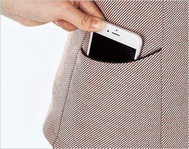 スマホが入る十分な深さの両脇ポケットで実用的です。
