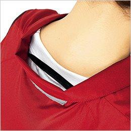 衿の内側にある調整紐をとめることで、首元と脇の間に生まれる空気の通り道ができ、涼しく快適な環境を作ります