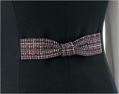 かわいいリボン付き。背ベルトは柄の配色のリボンのデザインで後ろ姿までかわいく仕上げました。