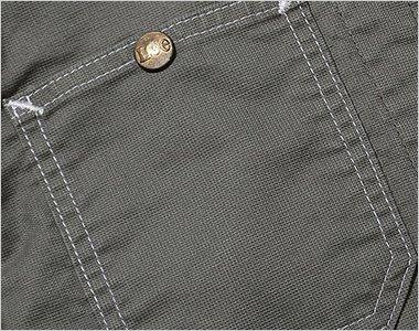 ボタン付きの右胸ポケット