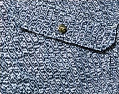 物が落ちにくいフラップ付きの両脇ポケット