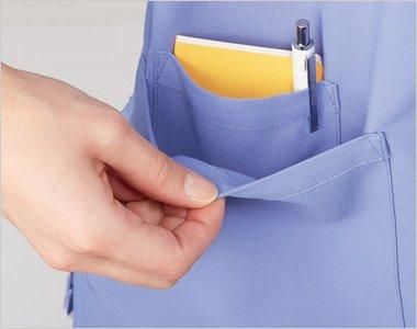 右脇ポケットはメモ帳やペン、その他の収納もできる仕分けに便利なダブルポケット