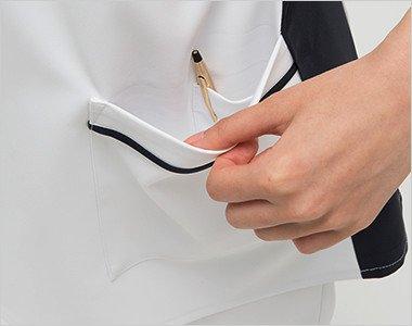 左脇ポケットは二重で、内側はペン差しポケット