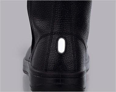 かかと部分には視認性を高める反射材を使用。夜間や暗所での安全性を高めています。