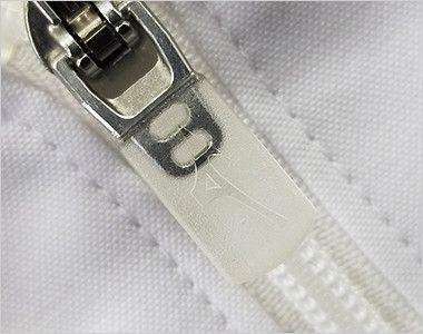 MZ-0056 ミズノ(mizuno) メンズハーフコート(男性用) MIZUNOロゴの入ったフロントファスナー部分